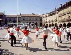 Barcelona 2017 - Pictures sardanes dancing Barcelona